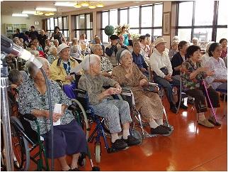 Suasana panti jompo di Jepang (gambar dari: http://wakasashimauta.ti-da.net/e2171275.html)