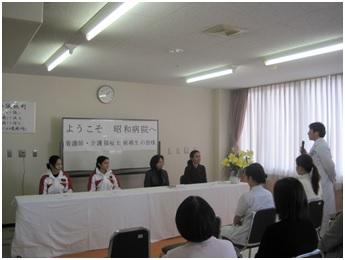 Penerimaan dua perawat Indonesia di salah satu rumah sakit di prefektur Yamaguchi (gambar dari: http://www.akanekai-showa.com/article/13626978.html)