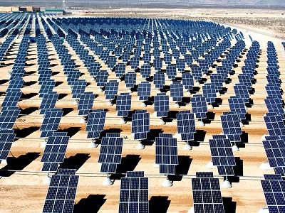 Nellis Solar Power Plant di Amerika Serikat, salah satu unit fotovoltaik di Amerika Utara.