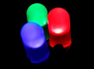 LED merah, hijau, dan biru (gambar dari physicsworld.com).