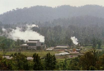 Kamojang, pembangkit listrik tenaga geotermal pertama di Indonesia. Sumber: http://blogs.mfat.govt.nz/david-taylor/files/2010/12/kamojang.jpg.