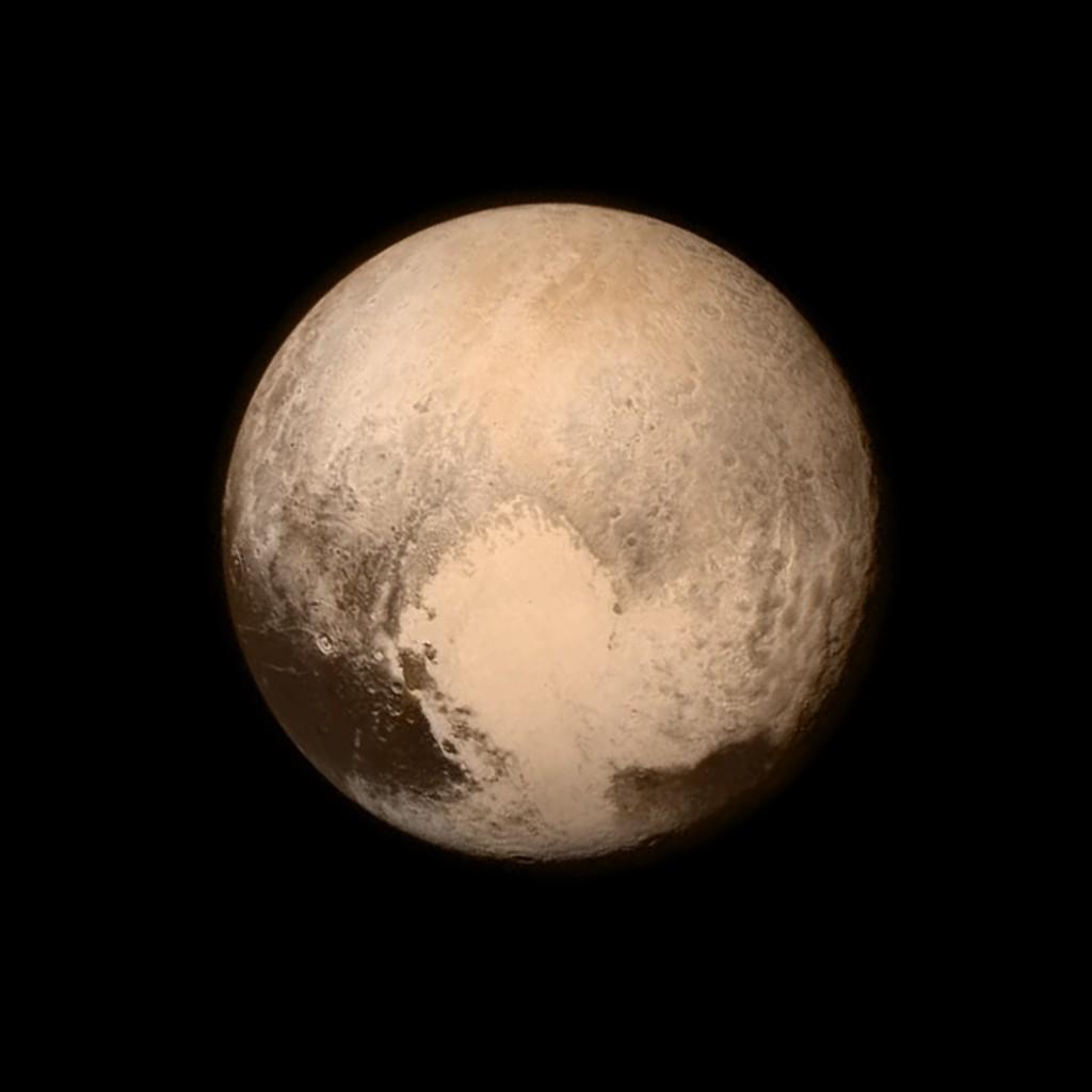 Salah satu hasil citra Pluto oleh Misi New Horizons. Sumber gambar: NASA.