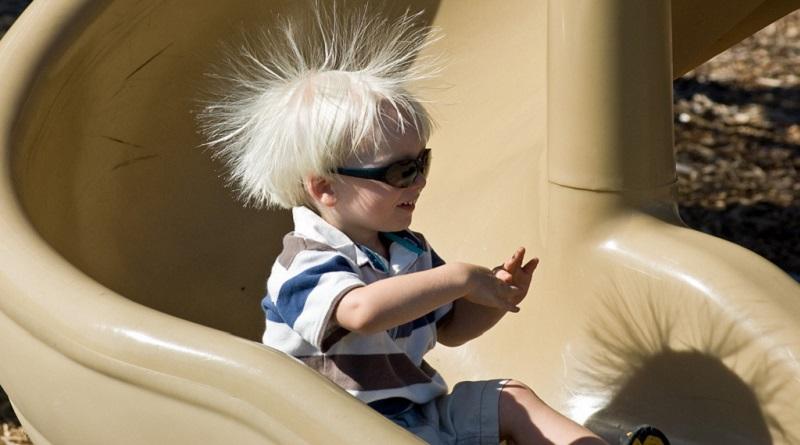 Apakah Medan Magnet Dapat Membuat Rambut Berdiri?