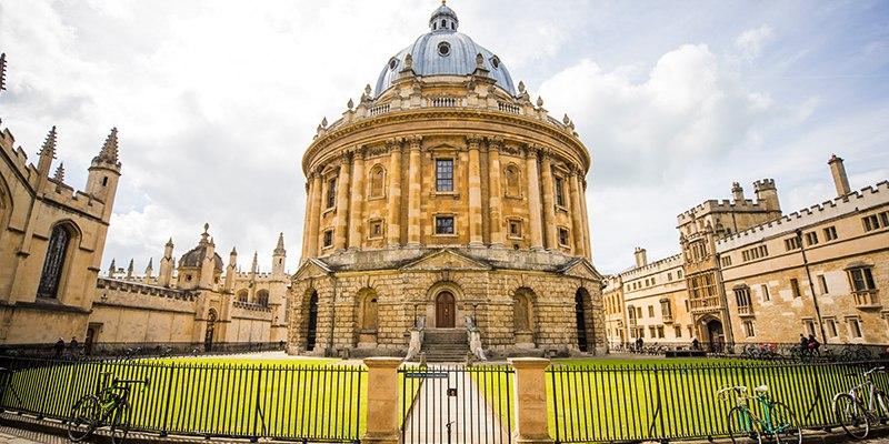 Tradisi Unik Mahasiswa Baru di Oxford