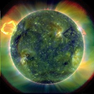 Foto aktivitas Matahari yang diamati oleh satelit kembar Solar Dynamic Observatory (SDO) milik NASA yang mengelilingi Matahari. Terlihat solar flare yang disemburkan oleh Matahari dan juga bagian-bagian yang membentuk sunspot.