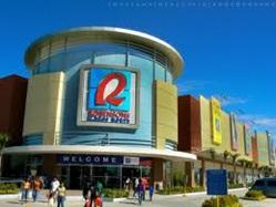 Pusat perbelanjaan modern yang banyak dijumpai di kota besar.