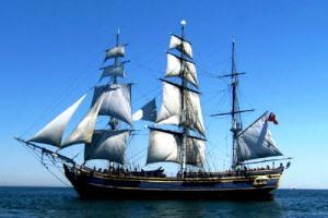 Prinsip Archimedes dan Newton pada Kapal Laut