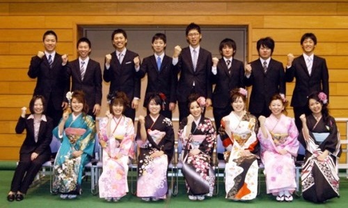 Beberapa anak muda Jepang pada salah satu perayaan seijin no hi atau Hari Kedewasaan.
