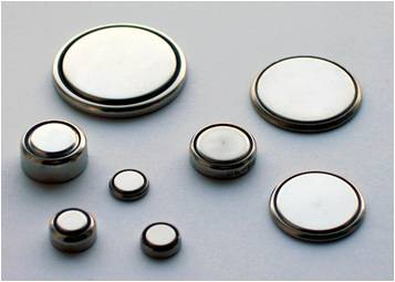 Baterai koin. Gambar dari Wikipedia.